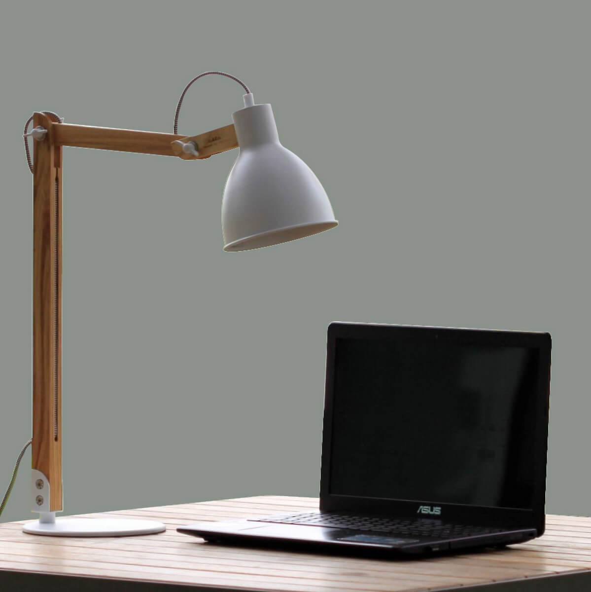 đèn bàn làm việc Resta